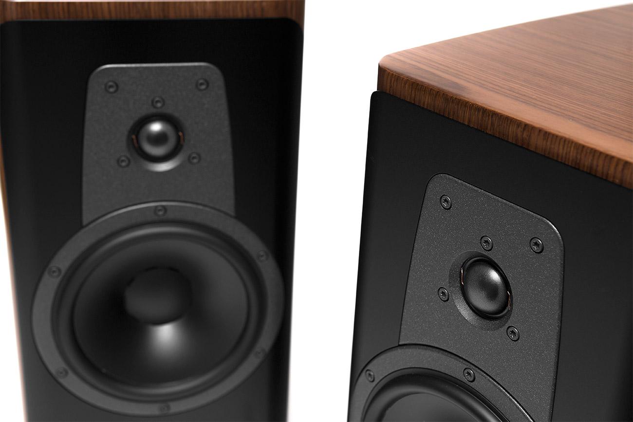 Contour-20-Speaker-10_1300x867.jpg